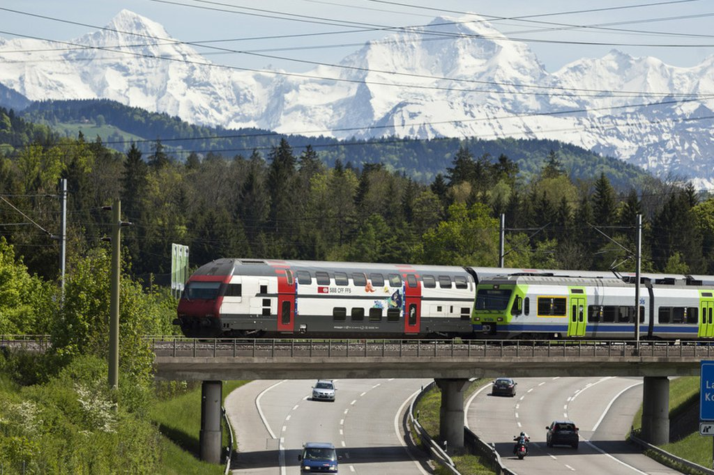 As a result of low emission vehicles and solid public transport, there are significantly less nitrogen oxides emissions in Switzerland compared to ten years ago. (Photo: Keystone)
